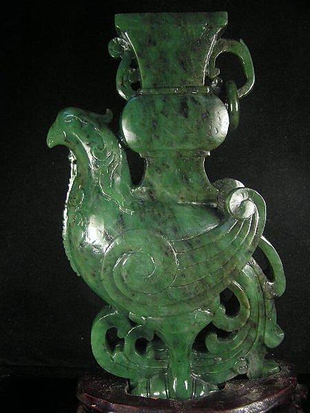國際拍賣等級-和闐老料碧玉大擺件=夔鳳聚寶瓶